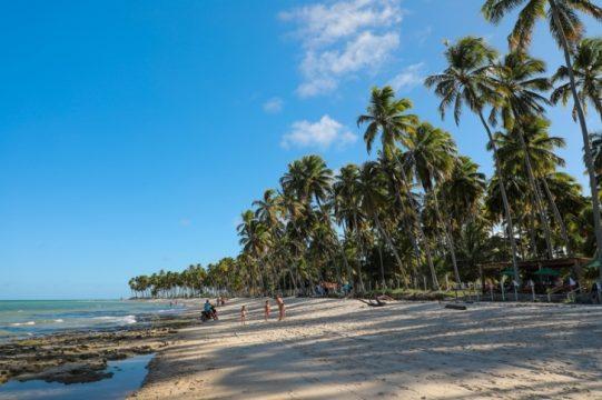Praias de mar calmo caracterizam a região de Maragogi. Foto: Rafael Munhoz e W Benedetti