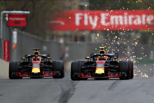Daniel Ricciardo bateu na traseira do seu companheiro de equipe Max Verstappen. Foto:Dan Istitene/Getty Images